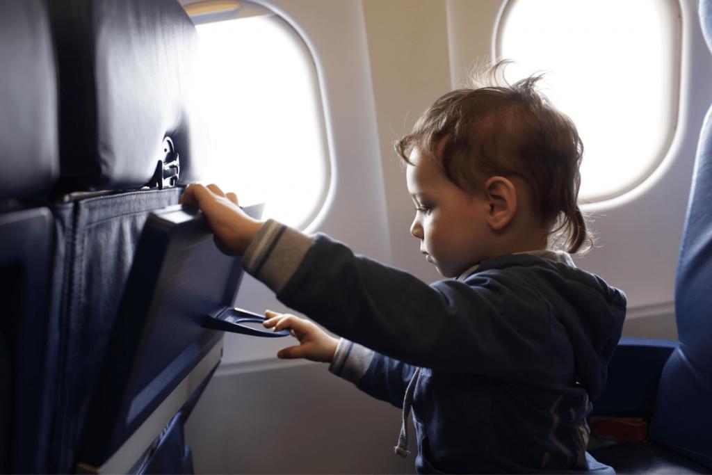 rialzo per bambino in aereo